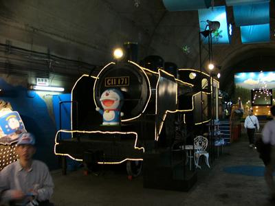 02-train-doraemon